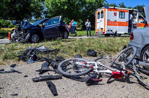 Bei diesem schweren Unfall in Östringen wurden mindestens sechs Menschen verletzt. Foto: 7aktuell.de/Fabian Geier