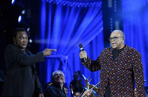 Quincy Jones (re.) mit George Benson auf der Schlossplatz-Bühne Foto: Opus/Reiner Pfisterer
