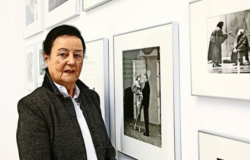 Gundel Kilian 2012 in einer Ausstellung mit Fotografien ihres Mannes. Foto: dpa