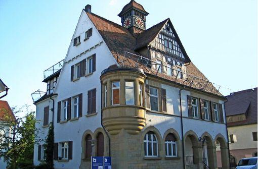 Bis der Umbau des  Rathauses an der Kornwestheimer Straße beginnt, gibt es eine Ausstellung über die Historie sowie  Zeichnungen der Urban Sketchers. Foto: Susanne Müller-Baji