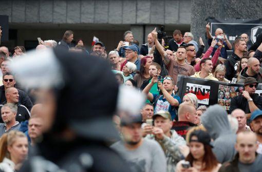 Polizei hält Hunderte Demonstranten in Chemnitz auseinander