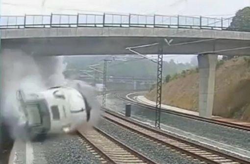 Video: Der Zug fliegt aus der Kurve