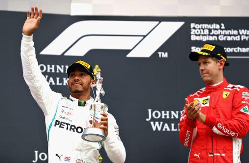 Was trägt Lewis Hamilton drunter?
