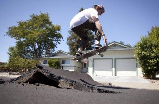 Skateboarden auf Trümmern