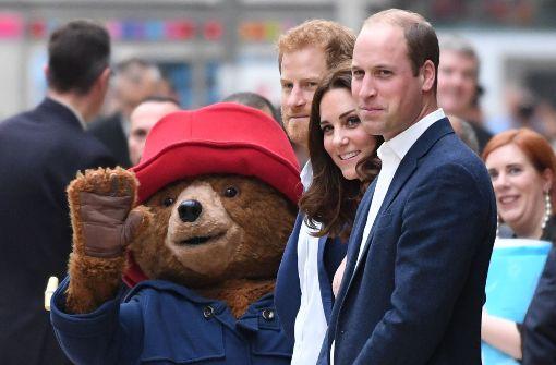 Herzogin Kate und Paddington Bär schwingen das Tanzbein