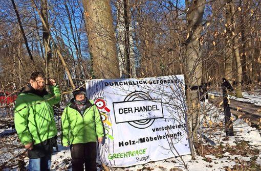 150 Waldau-Bäume tragen einen Trauerflor