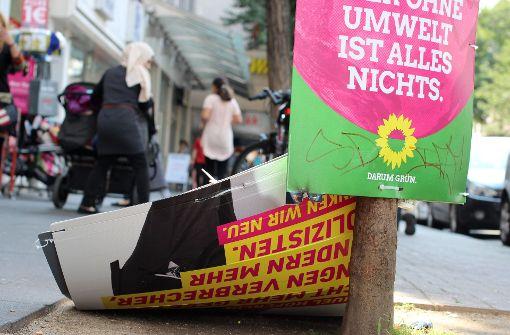 Wahlplakate mit AfD-Slogans überklebt