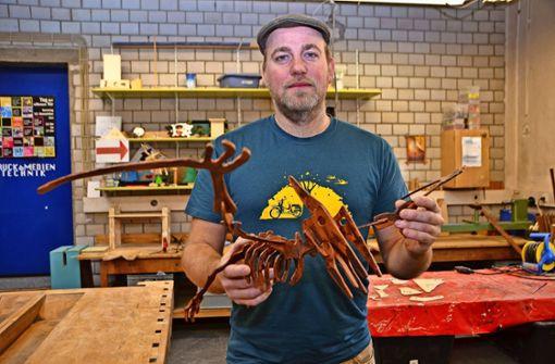 Harald Thumm leitet die Werkstatt im Jugendhaus Ostend Foto: Fatma Tetik