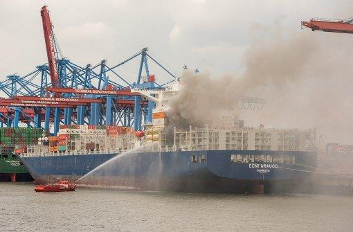 Große Rauchwolke bei Container-Brand