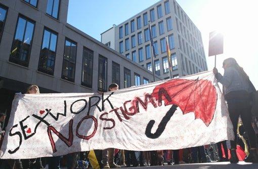 Anfang Oktober hatten in Berlin vor dem Familienministerium Prostituierte gegen die geplanten Neuerungen des Prostitutionsgesetzes demonstriert. Foto: dpa