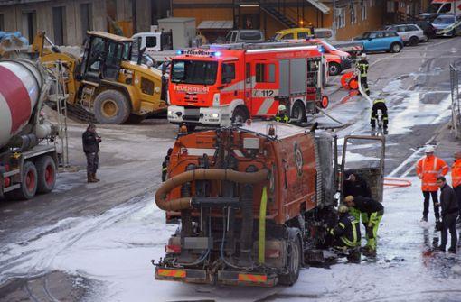 Am Montagnachmittag fängt eine Kehrmaschine auf der S21-Baustelle in Stuttgart Feuer.  Foto: SDMG