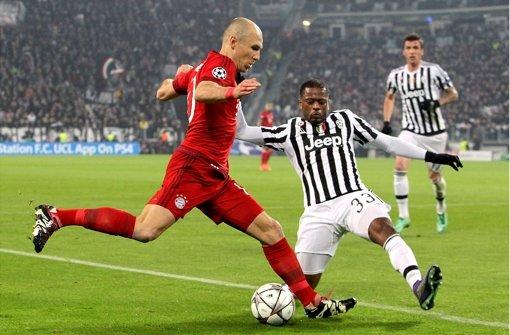 Immer wieder im Zweikampf: Arjen Robben (li.) vom  FC Bayern München und Patrice Evra vom Juventus FC. Foto: Getty Images