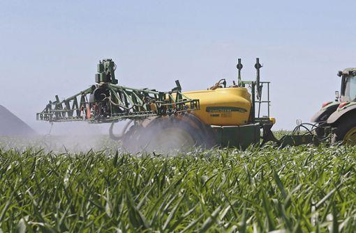 Nabu prangert Giftspritzen der Bauern an