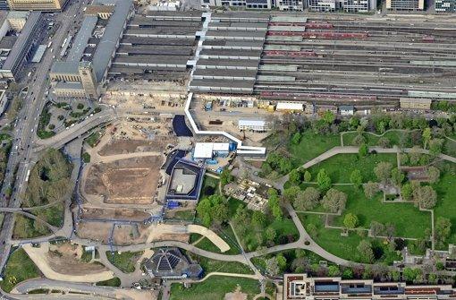 Hauptbahnhof und Baufeld für den Tiefbahnhof im Schlossgarten Foto: DB AG/Kilgus