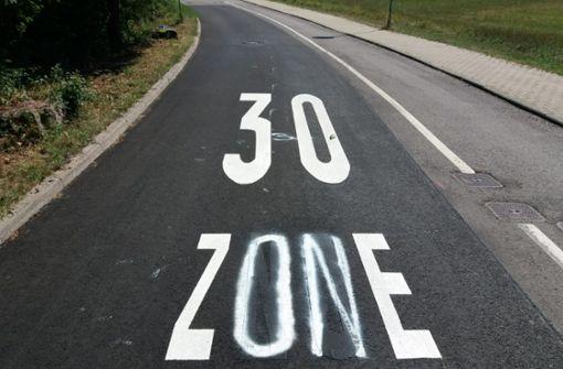 """Aus """"30 Znoe"""" wird eine verwackelte """"30 Zone"""""""