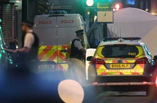 Polizei sichert die Gegend rund um die Moschee. Foto: dpa