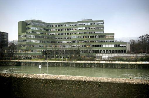 Auf dem Landratsamt Esslingen prangt der Verfallsstempel. Im Haushaltsplan 2019 sind die ersten fnanziellen Weichen für einen Neubau gestellt. Foto: Horst Rudel