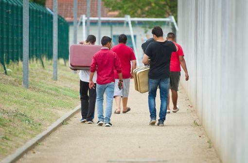 Flüchtlinge verkaufen ihre deutschen Ausweise im Internet