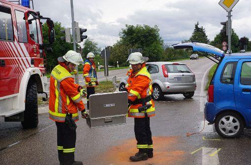 Der 85-jährige Fahrer eines Pkw hatte beim Linksabbiegen die Fahrspuren an einer Verkehrsinsel verwechselt und ... Foto: SDMG
