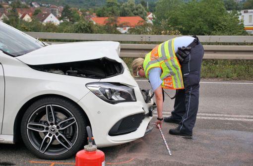 Heftiger Unfall auf der Bundestraße – Verursacher flüchtet