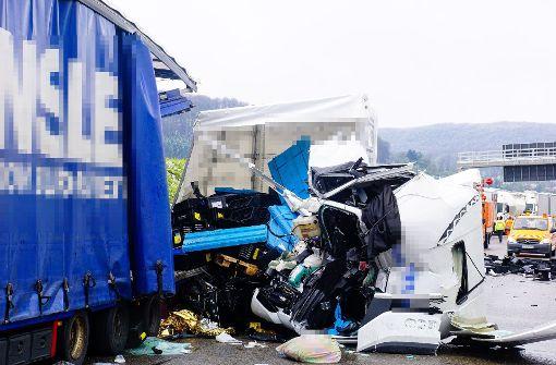 Mann stirbt nach schwerem Unfall auf der A8