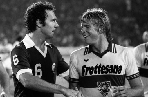 Auch 1976 ging der Titel an bFranz Beckenbauer/b (FC Bayern München, links)  Foto: Pressefoto Baumann