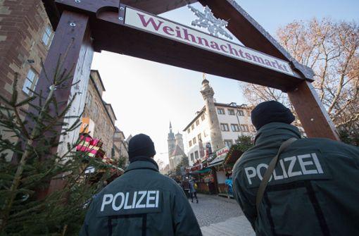 Die Touristen vertrauen der Polizei