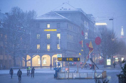 Wie Puderzucker wirkt der Schnee in der Innenstadt  Foto: Lichtgut/Leif Piechowski