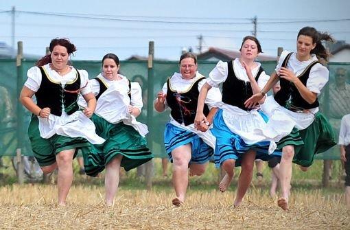 Ein echtes Traditionsfest ist der a href=https://www.markgroeningen.de/3215_DEU_WWW.php target=_blankMarkgröninger Schäferlauf/a. Das Heimatfest der Schäferzunft findet vom b23. bis 26. August/b statt. Höhepunkt ist der Wettlauf der Schäfermädchen und Schäfer übers Stoppelfeld - der Gewinner erhält die begehrte Schäferkrone. Foto: dpa