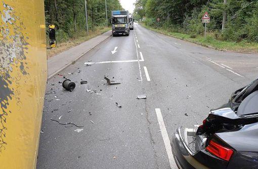 Ein nachfolgender 59 Jahre alter Lastwagen-Fahrer hatte dies offensichtlich zu spät bemerkt ... Foto: 7aktuell.de/Alexander Hald
