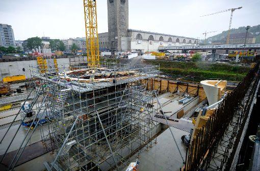 Die Armierungsarbeiten für den untern Teil der ersten Dachstütze des Tiefbahnhofs laufen. Foto: Lichtgut/Achim Zweygarth