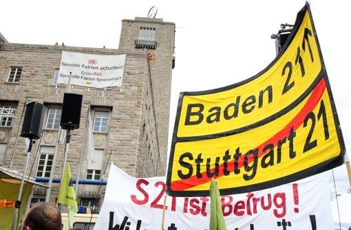 Der Widerstand gegen Stuttgart 21 – hier ein Bild aus dem Jahr 2012 – geht weiter. Die Gegner präsentieren jetzt ein Gutachten, das den Ausstieg nahelegen soll. Foto: dpa