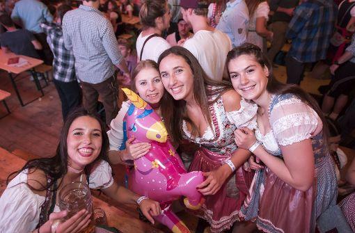Handball-Fans feiern mit Promis im Partyzelt