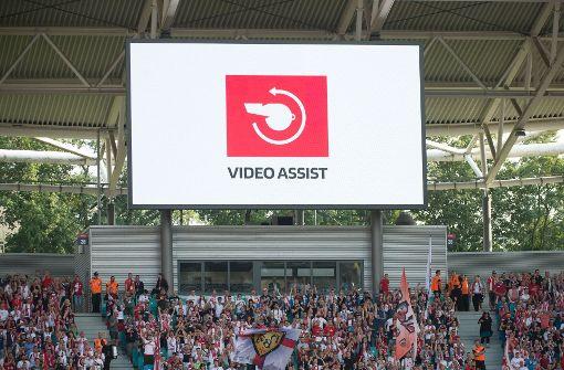 Mehr Gerechtigkeit durch den Videobeweis? Der Einflüsterer aus Köln stiftet häufig nur Verwirrung Foto: dpa