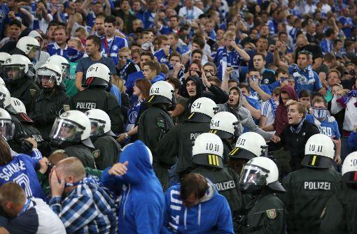 Schalke-Fans liefern sich Auseinandersetzung mit Polizei