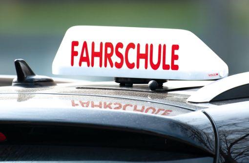 19-Jährige wird während Fahrprüfung in Unfall verstrickt