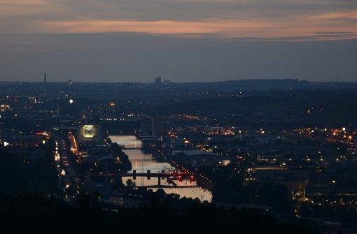 So schön kann Stuttgart sein: Wenn die Sonne untergeht, spiegelt sich das letzte Licht im Neckar Foto: Leserfotograf rejectwolf