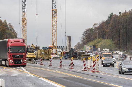 Heftiger Streit über Straßenbauprojekte