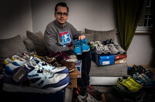 Philipp Maisel ist kein Teenager, sammelt aber Sneakers. Foto: Lichtgut/Achim Zweygarth