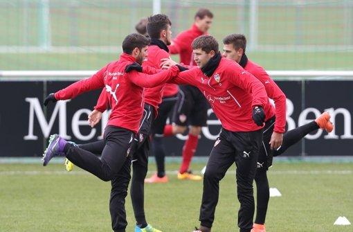 Die Spieler Emiliano Insua (links) und Artem Kravez beim Training am Mittwoch Vormittag.   Foto: Pressefoto Baumann
