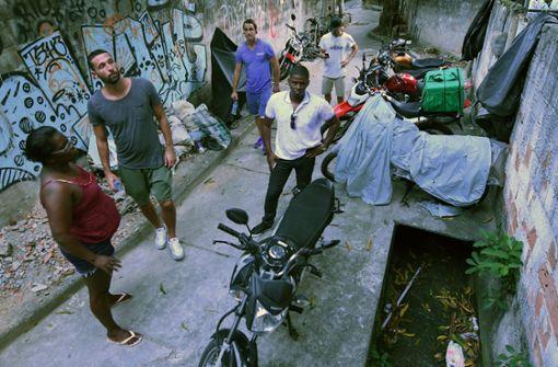 """Kelly Martins führt die Besucher durch die Favela """"Pereira da Silva Foto: Käufer"""