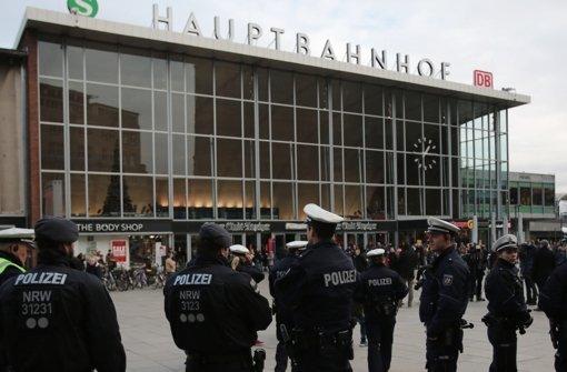 Polizeipräsenz am Kölner Hauptbahnhof. Foto: dpa