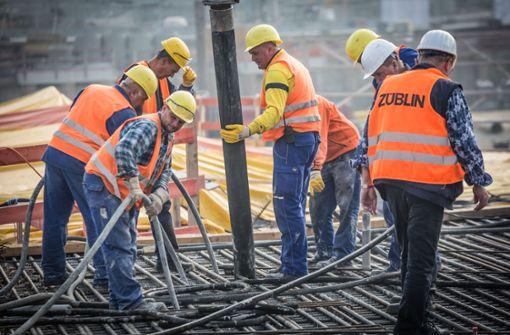 ...damit begonnen, die erste Kelchstütze in Beton zu gießen. Foto: Lichtgut/Julian Rettig