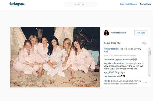 Die Mädels feiern im Schlafanzug