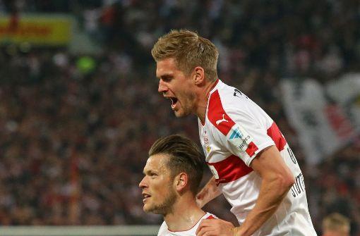 Daniel Ginczek (li.) und Simon Terodde brachten mit ihrer Co-Produktion zum 3:1 gegen Union Berlin das Stadion zum Überkochen. Foto: Baumann