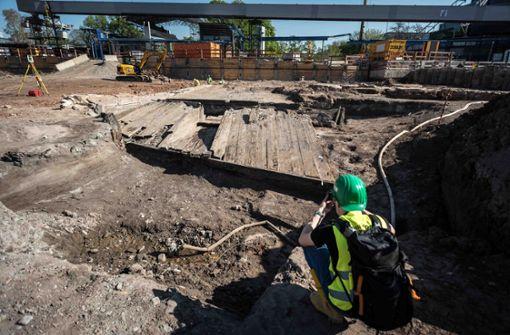 . . . sind die Arbeiter auf dieses Nesenbach-Wehr gestoßen. Foto: Lichtgut/Max Kovalenko