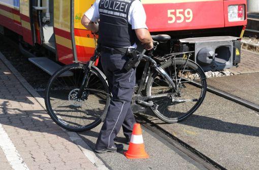 Straßenbahn überrollt Radfahrer