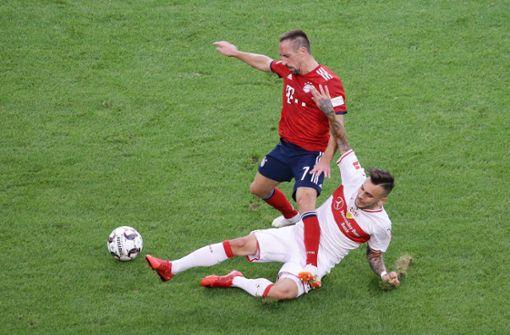 Voller Einsatz gegen Franck Ribéry: Anastasios Donis war gegen die Bayern einer der auffälligsten Akteure in Weiß und Rot. Foto: Baumann