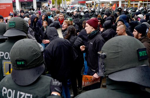 Demonstranten bei einem Protest gegen einen Neonazi-Aufmarsch in Göppingen: Die AfD will von einem Ausschuss im Landtag die Dimension des Linksextremismus in Baden-Württemberg untersuchen lassen. Foto: dpa