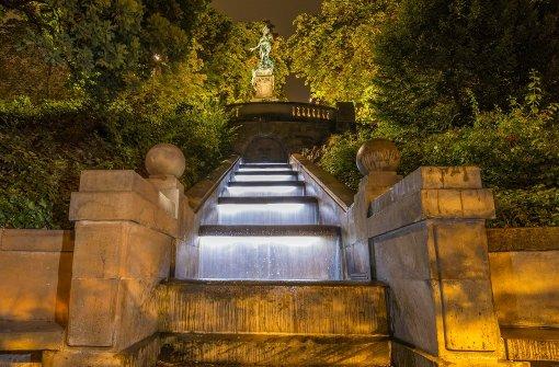 """Am Samstag wurde beim Lichtkunstfestival an der Stuttgarter Eugenstaffel unterhalb des Galateabrunnens Max Freys  Installation """"Im Fluss"""" vorgestellt. Foto: Lichtgut/Julian Rettig"""